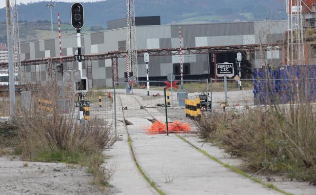 El acceso ferroviario a la margen derecha del puerto de Avilés entrará en servicio en marzo