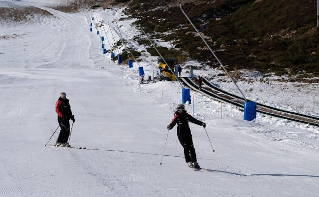 La estación de Valgrande agota el agua para fabricar más nieve artificial