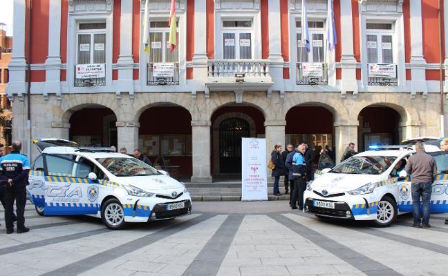 Coches híbridos para la Policía Local mierense