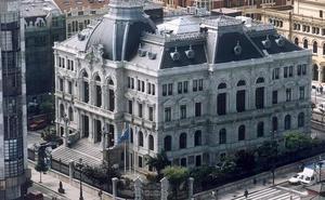 La Junta General guarda un minuto de silencio por el fallecimiento de Vicente Álvarez Areces