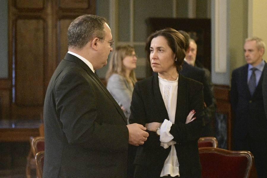 La sociedad asturiana despide a Areces en la Junta General