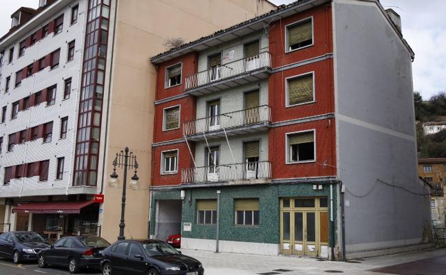 El Ayuntamiento derribará el antiguo cuartel de la Policía Local de Langreo