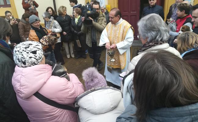 La bendición de San Antón también llega a los animales de Piloña