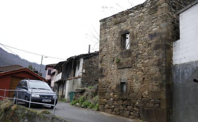 Mieres rescata «piedra a piedra» una edificación de Turón que data de 1793