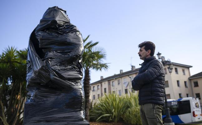 Una estatua por Eloy Palacio