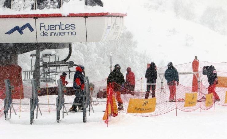 Asturias amanece cubierta de nieve