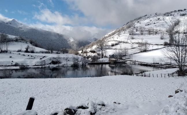 Asturias encara un temporal de nieve con espesores de hasta 35 centímetros