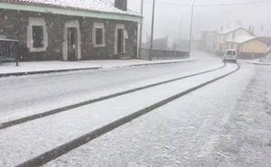 La intensa nevada en Pajares obliga a extremar la precaución