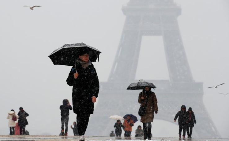 París, espectacular bajo la nieve