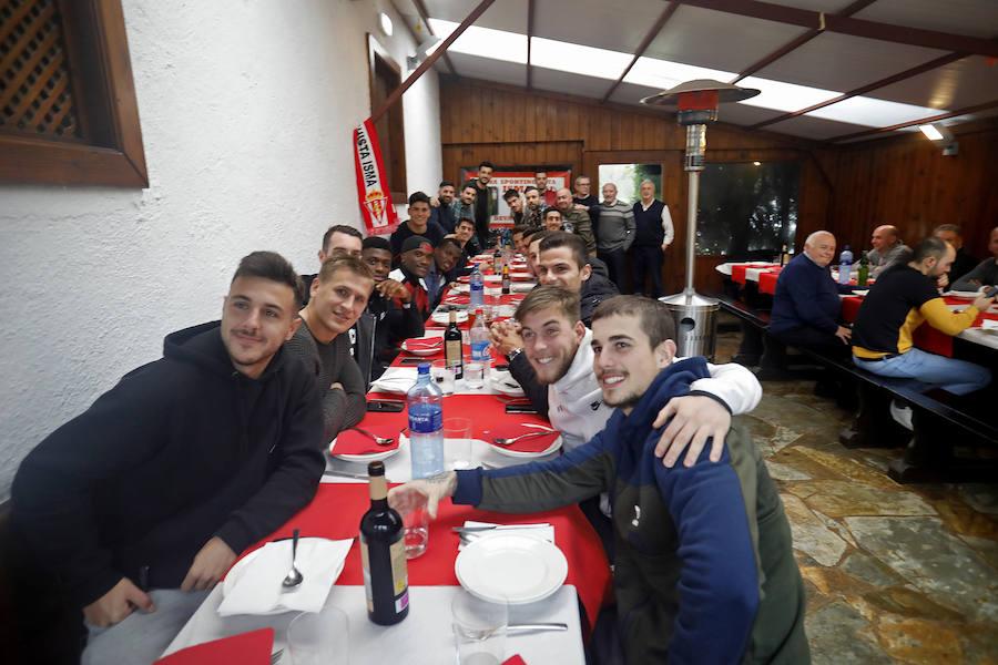 La Peña Isma invita a una fabada a los jugadores del Sporting