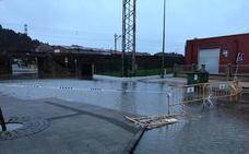 La lluvia complica la circulación en Avilés