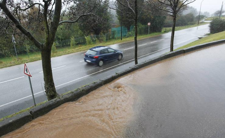 La lluvia se ceba con la capital asturiana