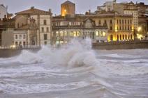 Las imágenes que deja la pleamar en Gijón