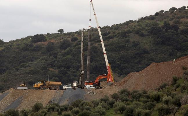 Un nuevo saliente impide actuar a los mineros y retrasa el rescate de Julen