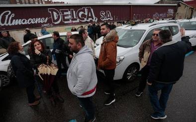 Taxistas gijoneses se concentran en solidaridad con sus compañeros de Madrid
