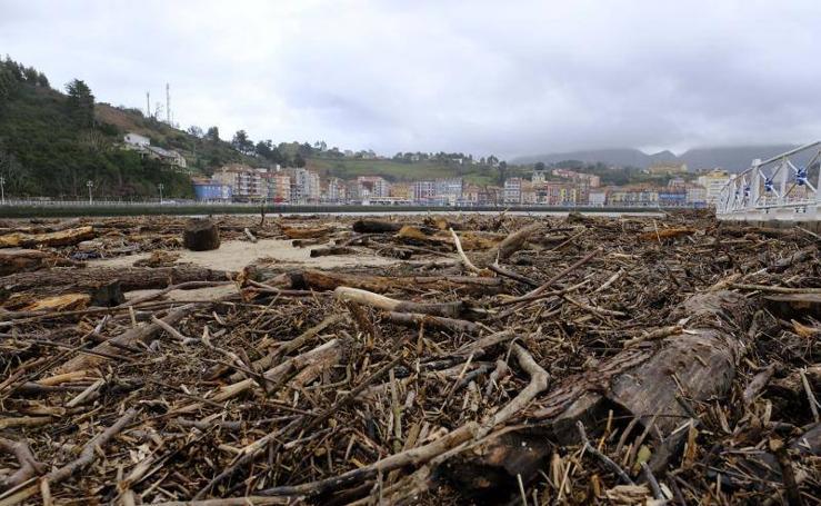 Las espectaculares imágenes de la playa de Ribadesella tras el temporal