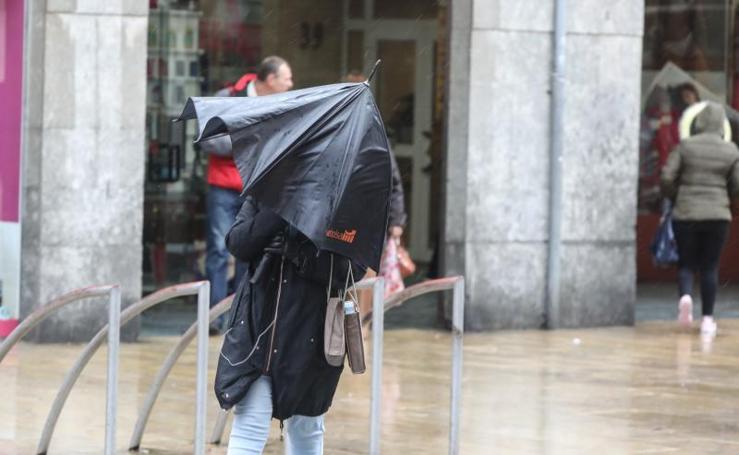 El viento deja desperfectos en Avilés y Castrillón