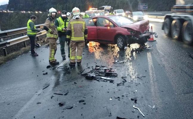 Seis heridos en dos accidentes de tráfico en la A-66 causados por las fuertes lluvias