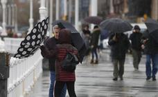 'Gabriel' deja rachas de 121 kilómetros por hora en Asturias y agudiza los daños del temporal