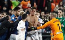 Valencia y Getafe acaban a golpes su eliminatoria