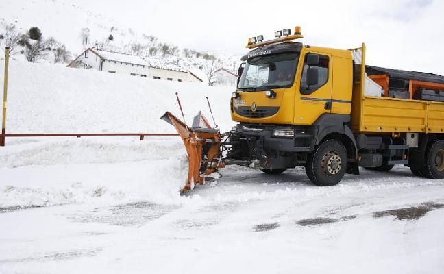 La borrasca 'Helena' se recrudece con intensas nevadas y deja olas de más de siete metros