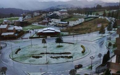 Caen los primeros copos de nieve en Oviedo