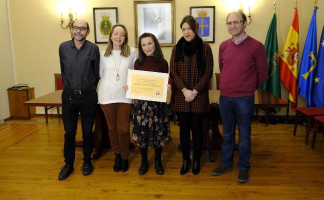 Sandra Peñasco recoge su premio en Cangas