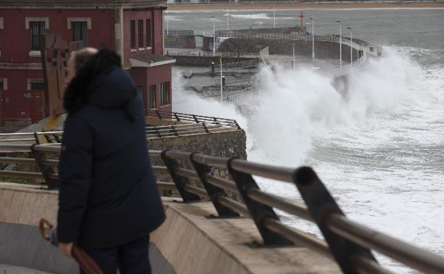 Olas de más de nueve metros azotaron el litoral durante la madrugada