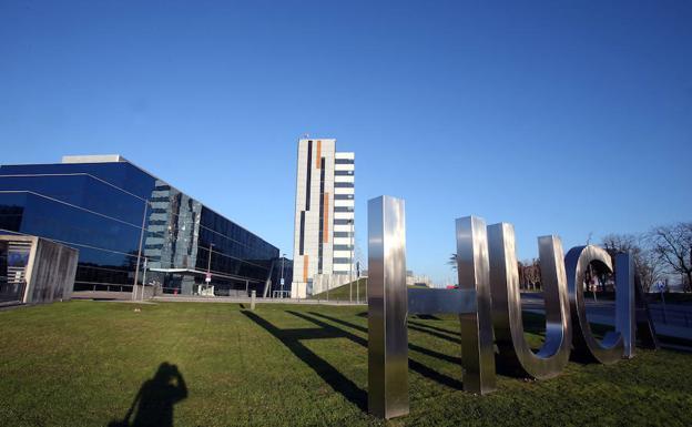 Hospital Central de Asturias, cabecera del área sanitaria IV./Álex Piña