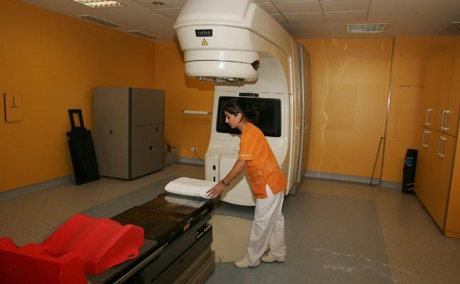 El Hospital de Jove renovará sus equipos de radioterapia e instalará un nuevo acelerador
