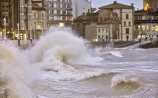Dos nuevos frentes activan la alerta por viento y oleaje en Asturias