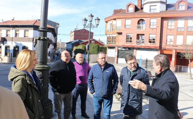 Canteli promete mejorar la seguridad y el enlace con la autopista en San Claudio