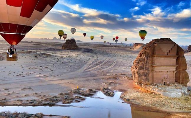 Gijoneses en un festival de globos en Arabia