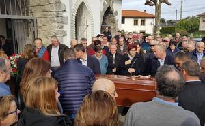 Emotivo adiós en Valdés al concejal Balbino Suárez Cortina