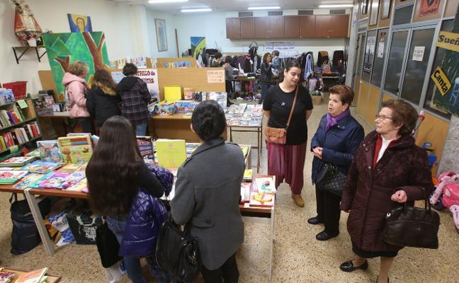 Mercadillo solidario en la iglesia de Teatinos