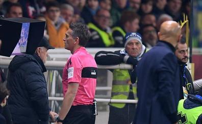 UEFA no quiere que el VAR limite la autoridad del árbitro, que decidirá en el césped