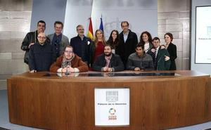 Pedro Sánchez recibe al equipo de 'Campeones' en la Moncloa
