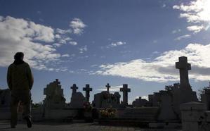 Profanan las tumbas de Pablo Iglesias y La Pasionaria en La Almudena