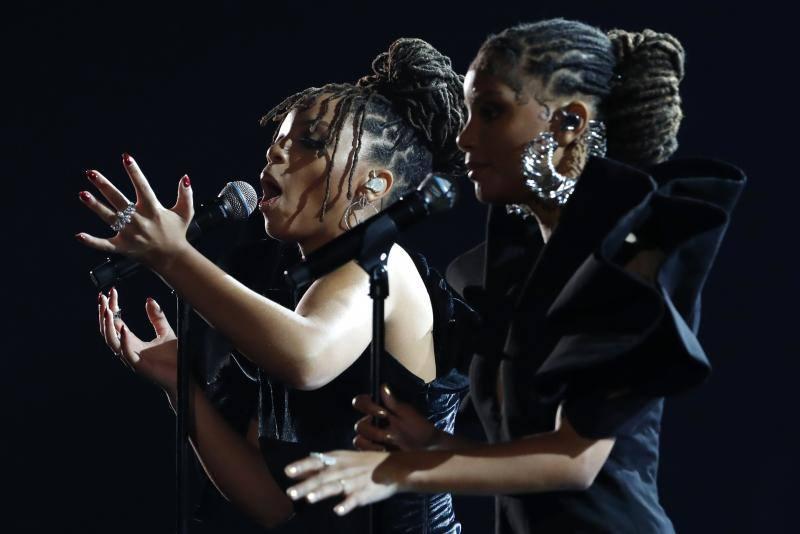 Premios Grammy con voz femenina