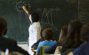 Los docentes critican el «ínfimo aumento de plantilla» de 56 plazas propuesto por Educación