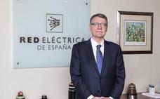El Estado empuja a Red Eléctrica a comprar Hispasat por 949 millones