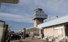 «El aeropuerto de Asturias está condenado a morir», advierte Foro