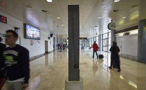 El Principado declara desierto el concurso de conexiones aéreas con París y Fráncfort y la de Londres, en el aire