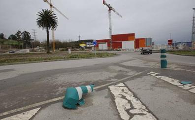 Detienen a un conductor que triplicaba la tasa de alcohol tras salirse de la glorieta de La Palmera