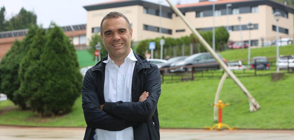 Iván Fernández presenta su candidatura a la reelección como alcalde de Corvera