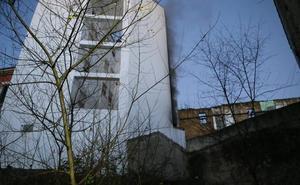 Desalojan un edificio en Siero por un incendio en la sala de calderas