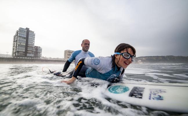 El Valey reúne a expertos del surf para debatir sobre turismo y competiciones