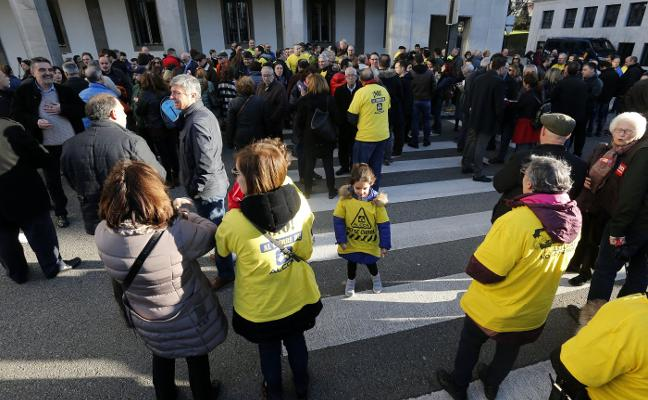 La plantilla de Alcoa teme que la incertidumbre política obstaculice la venta de las factorías