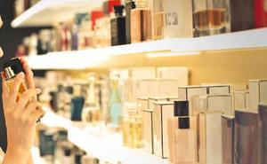 Detenidos dos jóvenes en Gijón por robar perfumes y cosméticos durante varios días consecutivos