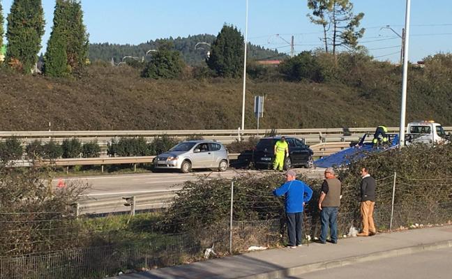 Un conductor kamikaze provoca una triple colisión en la autovía en Trasona
